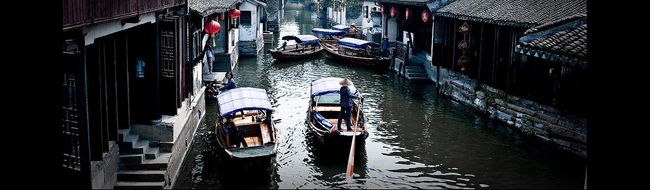 river boats in Hangzhou